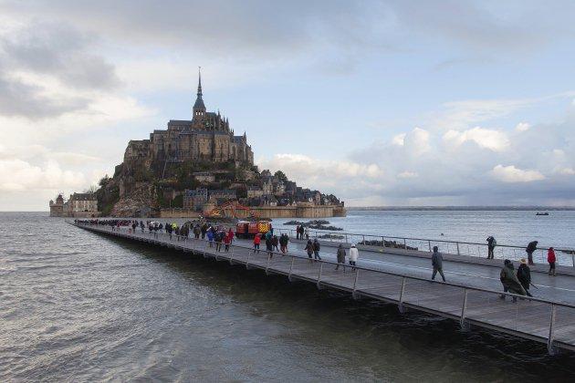 Grandes marées: et le Mont-Saint-Michel redevient une île!