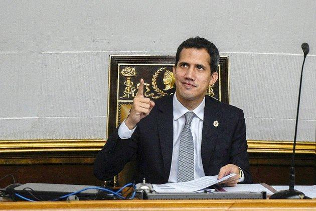 Venezuela: panne électrique et présence russe enfièvrent le duel Maduro-Guaido