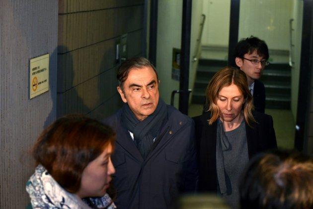 """Renault: Carlos Ghosn ne pourra pas toucher de """"retraite-chapeau"""""""
