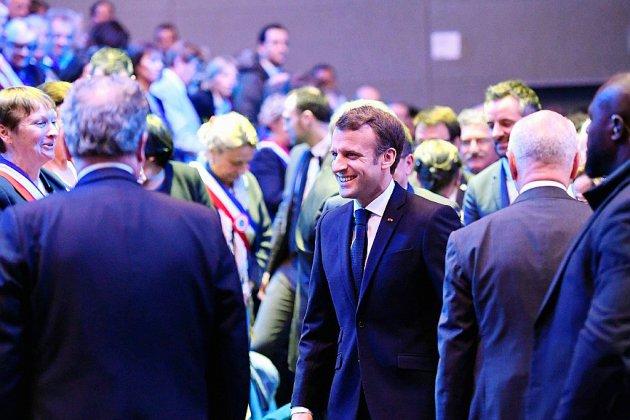 Macron face aux nationalistes en Corse pour son dernier grand débat