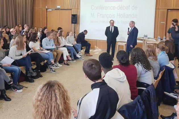 Eure: François Hollande rencontre des lycéens pour parler d'Europe