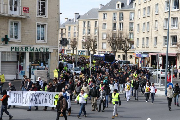 Gilets jaunes, Acte XXI à Caen: les gilets jaunes cantonnés sur la rive droite