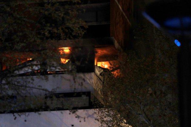 """Paris: """"violent feu"""" en cours dans un immeuble d'habitation"""