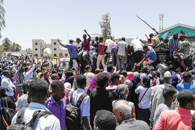 Soudan: les manifestants rassemblés pour le 4e jour devant le QG de l'armée