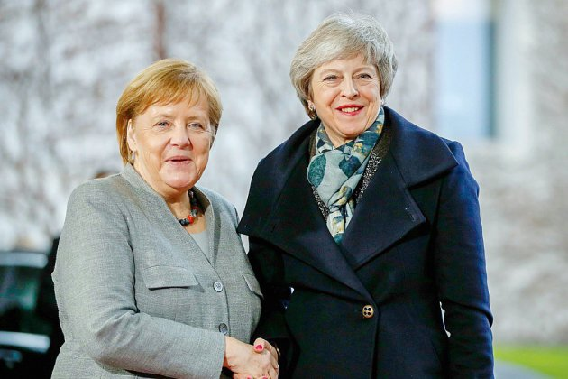 A Berlin et Paris, May plaide pour un report du Brexit