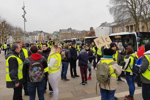 Le procès des agresseurs d'une équipe de LCI à Rouen renvoyé