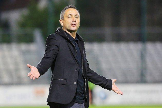 Football (National) : victime d'un malaise, Manu Da Costa l'entraîneur de QRM évacué en plein match !