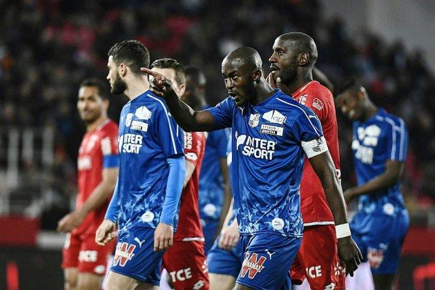 Cris de singe lors de Dijon-Amiens: Les actes racistes gagnent les stades d'Europe