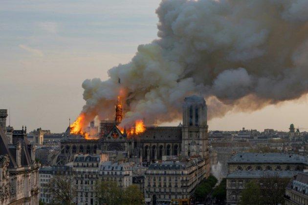 Notre-Dame, plus qu'une cathédrale, est le coeur de Paris ravagé