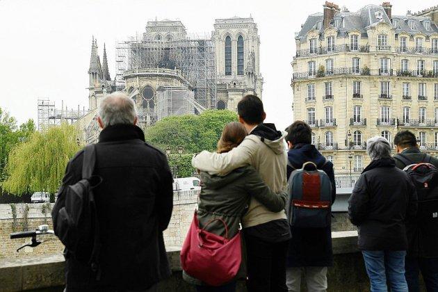 Notre-Dame de Paris sauvée des flammes, la reconstruction s'organise