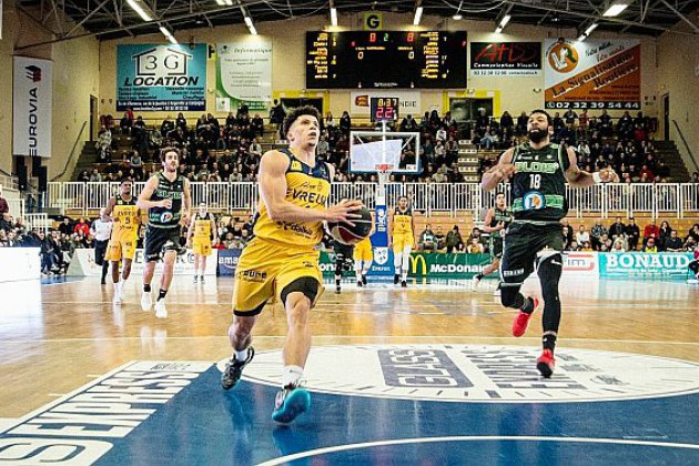 Basket (Pro B) : l'ALM Evreux logiquement dépassé par le leader Roanne