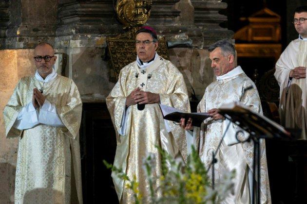 """Réunis pour Pâques, les catholiques croient en un """"renouveau"""" après Notre-Dame"""