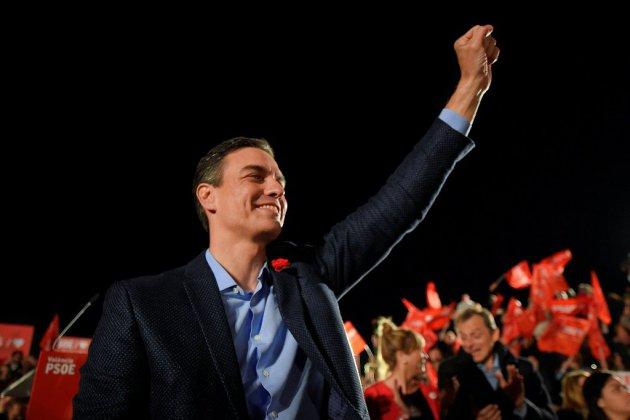 Sanchez donné favori en Espagne, l'extrême droite en embuscade