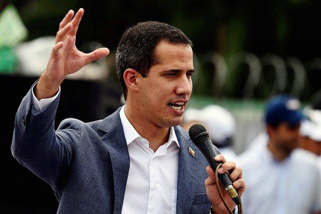"""Venezuela: Guaido revendique le soutien de soldats, le pouvoir dénonce une """"tentative de coup d'Etat"""""""