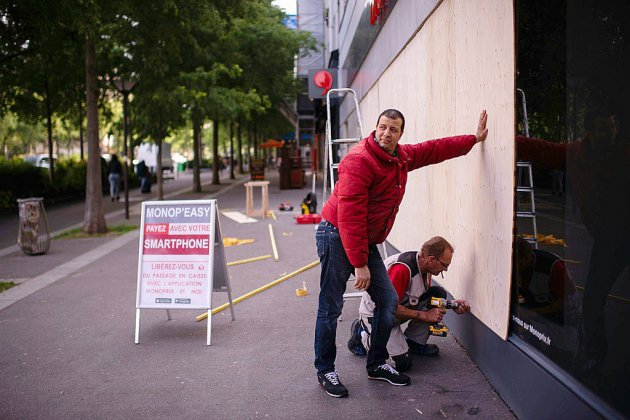 """1er mai sous tension: les syndicats coincés entre """"gilets jaunes"""" et radicaux"""