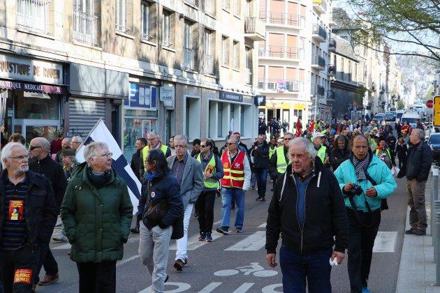 Normandie : syndicats et gilets jaunes dans la rue pour le 1er mai