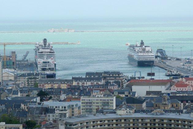 L'Hermione… Et cinq paquebots en escale à Cherbourg-en-Cotentin