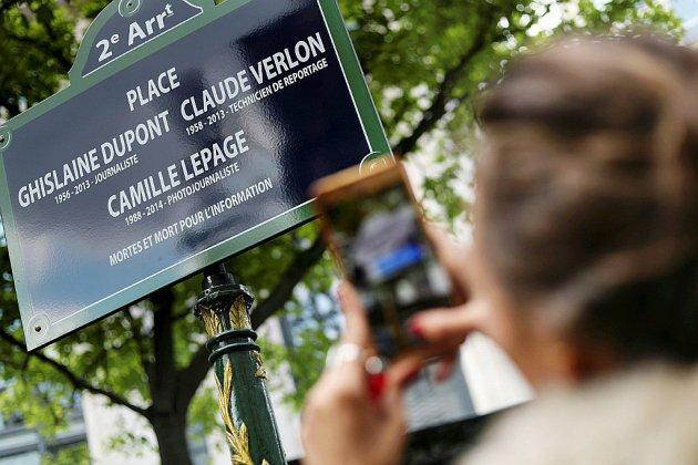 Inauguration dans l'émotion d'une place à Paris en hommage à trois journalistes tués
