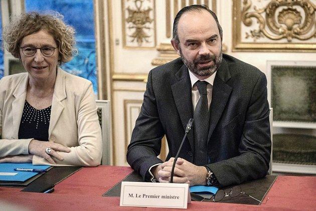 """Mobilisation pour l'emploi: Philippe plaide pour faire """"de la haute couture"""""""