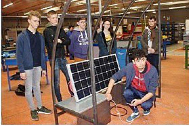 Des élèves de Neufchâtel-en-Bray inventent un banc solaire