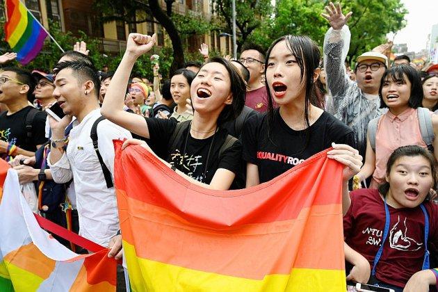 Taïwan: le Parlement légalise le mariage gay, une première en Asie