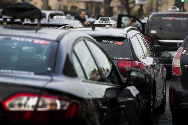 Mobilisations de taxis, ambulanciers, auto-écoles: opérations escargots et ralentissements