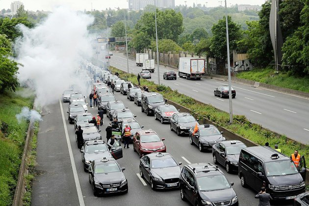 """Premier """"round"""" de mobilisation des taxis, auto-écoles et ambulanciers"""