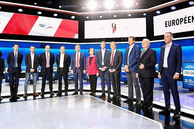 Européennes: un débat télévisé pour tenter de réveiller la campagne