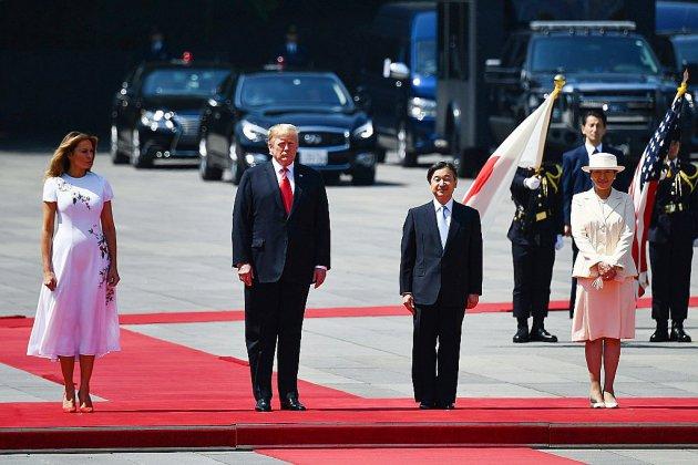 Japon: Trump, premier hôte du nouvel empereur, dans le vif du sujet