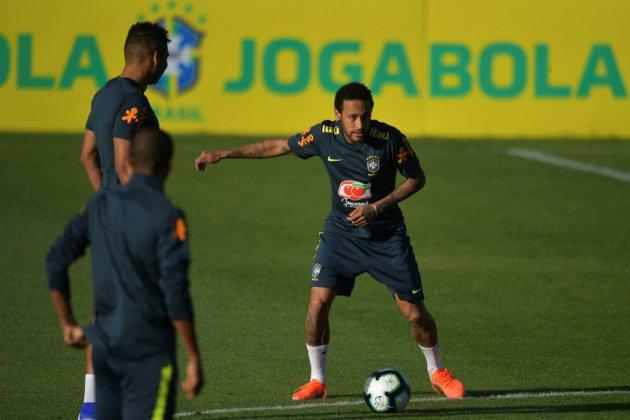 """Copa America-2019: douleur au genou pour Neymar, qui écarte """"toute blessure grave"""""""