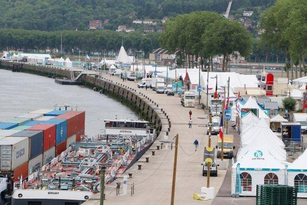 [photos] À quelques heures de l'Armada, les quais de Rouen s'animent