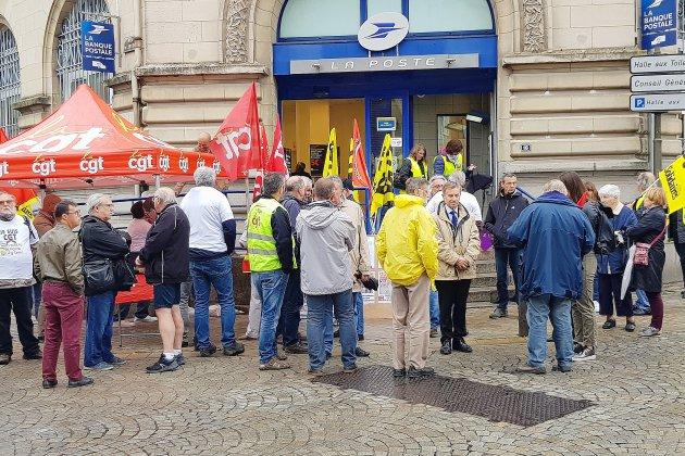 2500 signatures pour le maintien de la Poste à Alençon