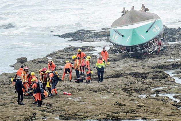 Trois sauveteurs meurent en prêtant secours à un bateau de pêche en pleine tempête