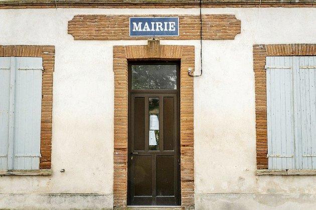 72 maires et élus locaux de droite et du centre expriment leur soutien à Macron