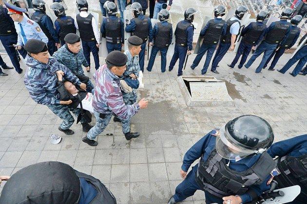 Présidentielle au Kazakhstan : des centaines d'opposants arrêtés