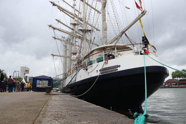 [photos] Armada 2019 : le Tenacious fait prendre la mer aux handicapés