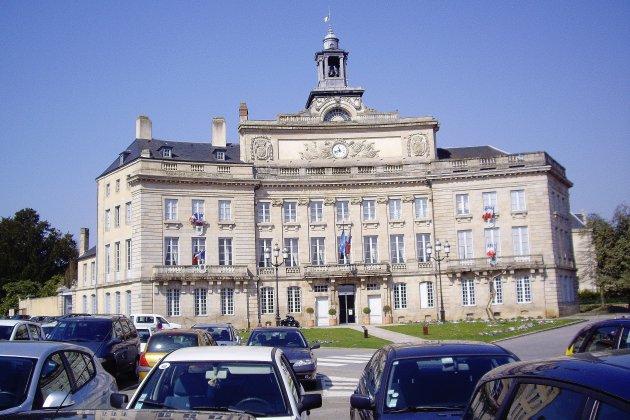 Alençon: Patrick Lindet soutient le maire sortant aux municipales
