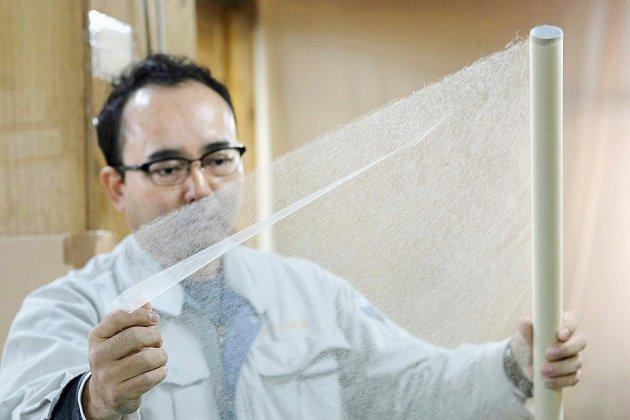 """Restaurer parchemins et statues: le """"washi"""" japonais se réinvente"""
