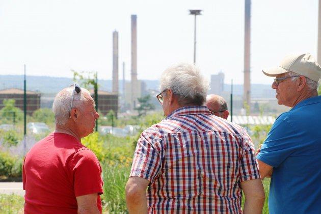 Petit-Couronne: des cheminées de l'ancien site Petroplus détruites