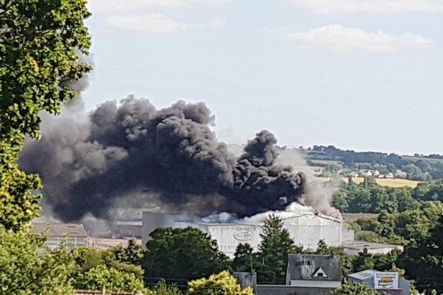 Incendie en cours à la cidrerie de Condé-sur-Vire (Manche)