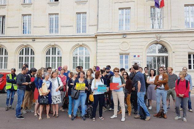 Caen: des professeurs de philosophie en grève devant le rectorat