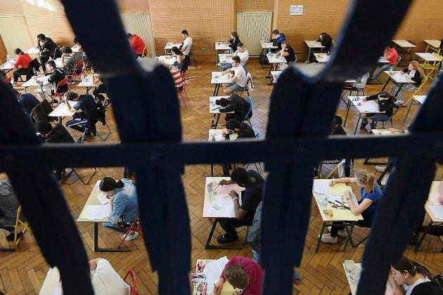 """Bac: Blanquer annonce une """"solution"""" pour que tous les élèves aient leurs résultats vendredi"""