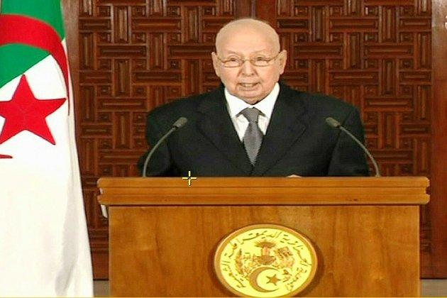 """Algérie: le président par intérim propose un dialogue sans participation de """"l'État"""""""