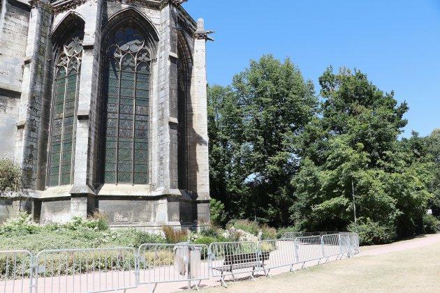 Rouen: risque de chutes de pierres, l'abbatiale Saint-Ouen sécurisée