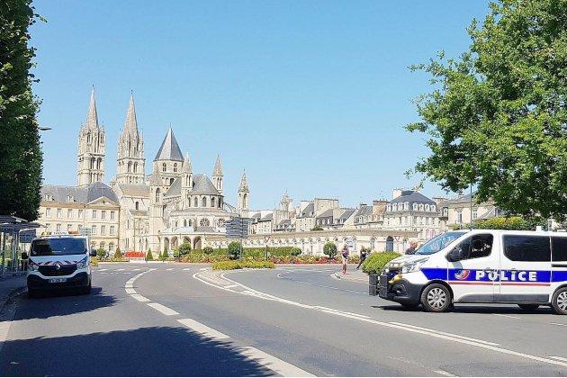 Caen: alerte au colis suspect près de la mairie, le déminage sur place