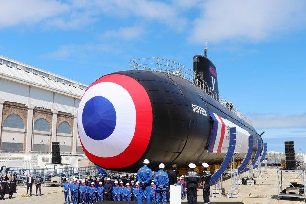 [Photos] À Cherbourg, Emmanuel Macron lance le sous-marin Suffren