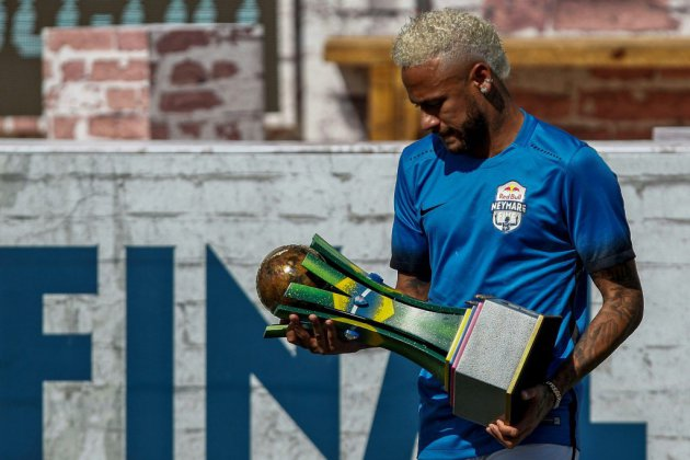 Neymar, en froid avec le PSG, fait sa rentrée lundi à Paris (service de presse)