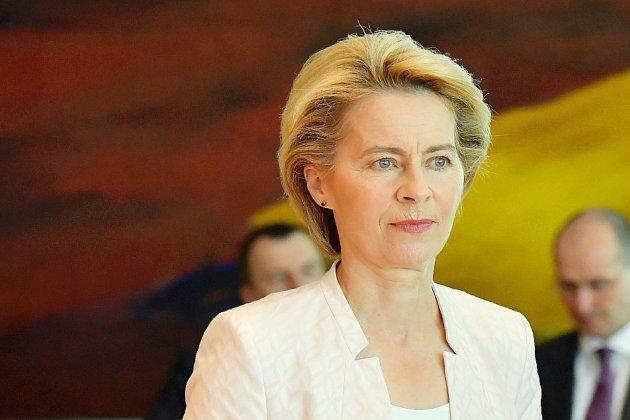 Ursula von der Leyen, une fidèle de Merkel à l'étoile pâlissante