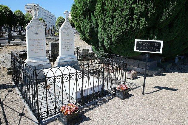"""""""Poste mortem"""": au cimetière de Charleville-Mézières, Rimbaud reçoit toujours du courrier"""