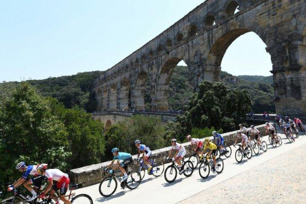 Tour de France: départ de la 17e étape, dernière passe d'armes avant les Alpes
